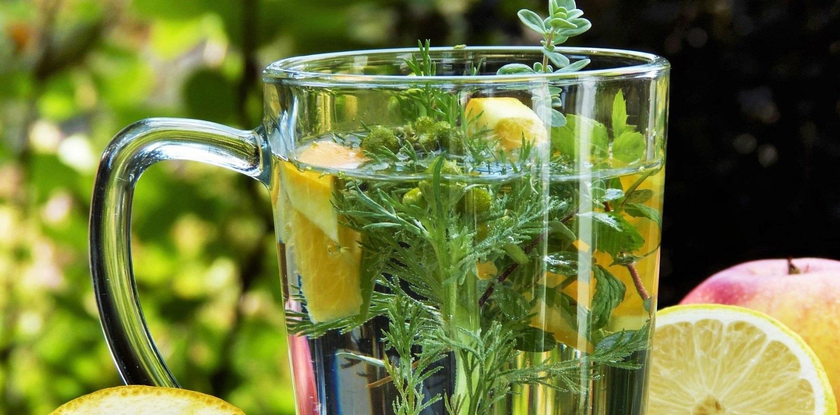 la phytothérapie verre tisane citron