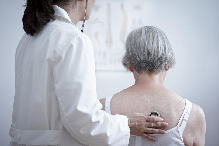 Pneumonie diagnostic traitement signes